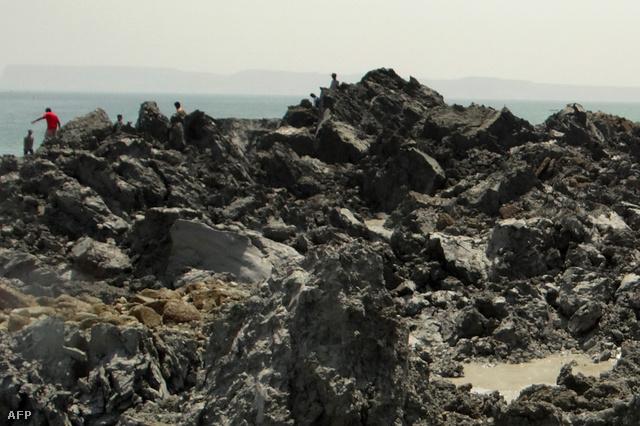 A délnyugat-pakisztáni Gvadar kikötőváros közelében a földrengés során egy kis sziget emelkedett ki a tengerből.