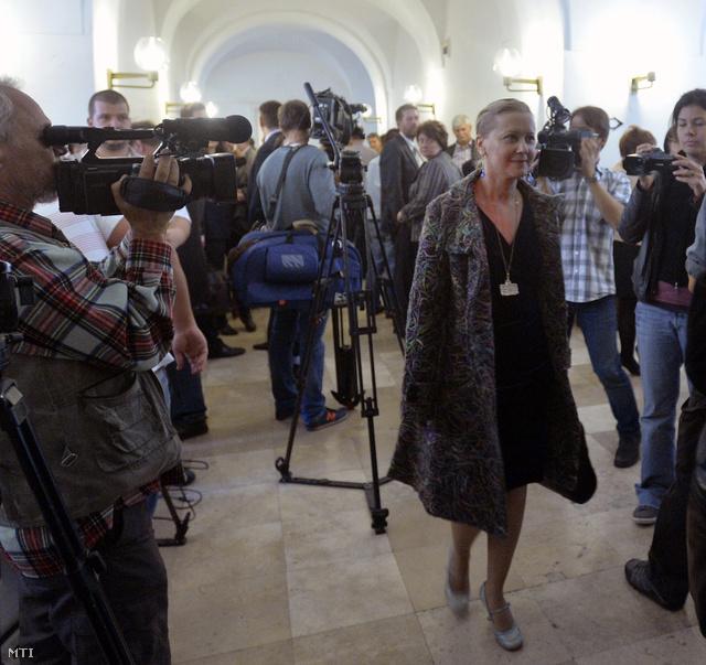 Eszenyi Enikő, a Vígszínház jelenlegi igazgatója érkezik a Fővárosi Közgyűlés rendes ülésére.