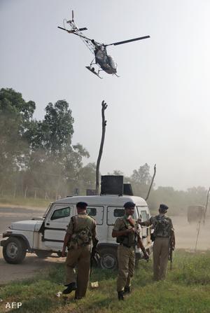 A hadsereg egy helikoptert és két harckocsit is bevetett a támadók ellen