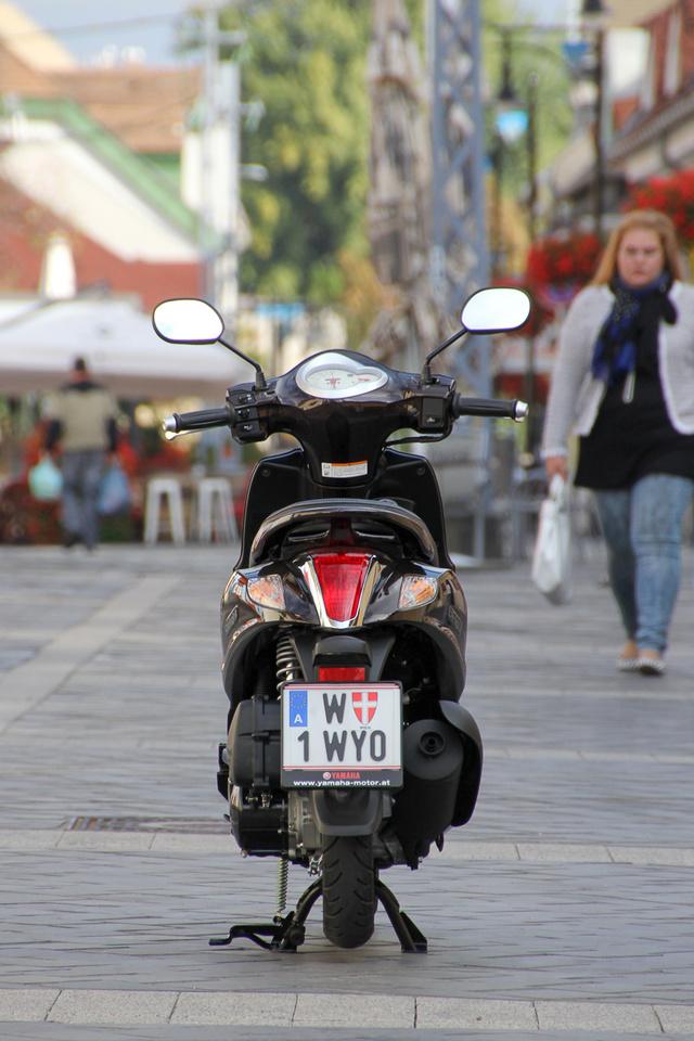 Kevesebb mint száz kiló a kis Yamaha tömege. Nagyon könnyű vezetni