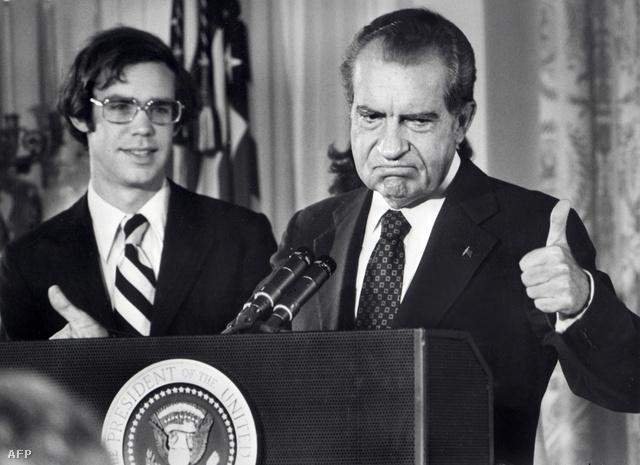 Richard Nixon bejelenti lemondását
