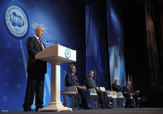 Vlagyimir Putyin felszólal az Északi-sarkvidék - A párbeszéd területe címmel folyó nemzetközi környezetvédelmi konferencián az Északi-sarkvidék közeli Szalehardban 2013. szeptember 25-én.