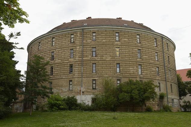 Az épület kívülről