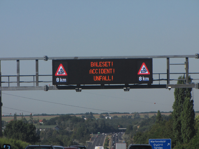 Seeing this sign was absolutely not unexpected, that Saturday was one of the hottest days of summer. The wind coming in through the winded down windows when doing highway speed eased the heat, so standing still stuck in a traffic jam was the last thing I wished for