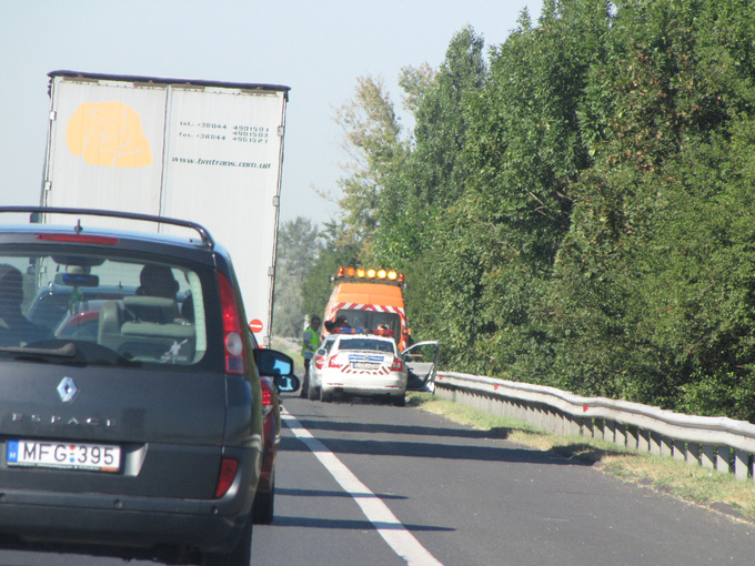 The cause of the traffic jam? Two cars had had a minor rear-end collision causing little damage, then everyone slowed down to take a good look at what had happened. Leaving the scene behind the highway was almost empty, we were speeding towards Balaton
