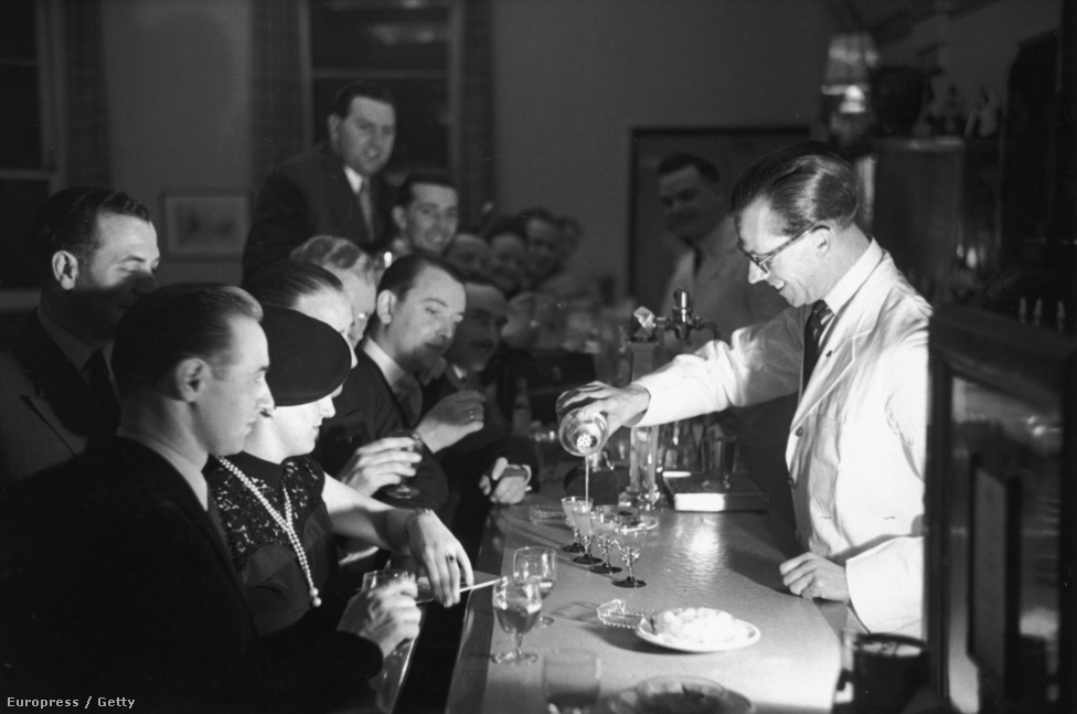 1951. Koktélparti a torquay-i Grand Hotelben