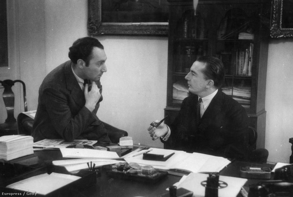 A magazint alapító és szerkesztő Sir Edward Hulton (jobbra) és a magazin történetének egyik leghíresebb szerkesztője, a magyar származású Stefan Lorant beszélgetnek egy lapzárta előtt.