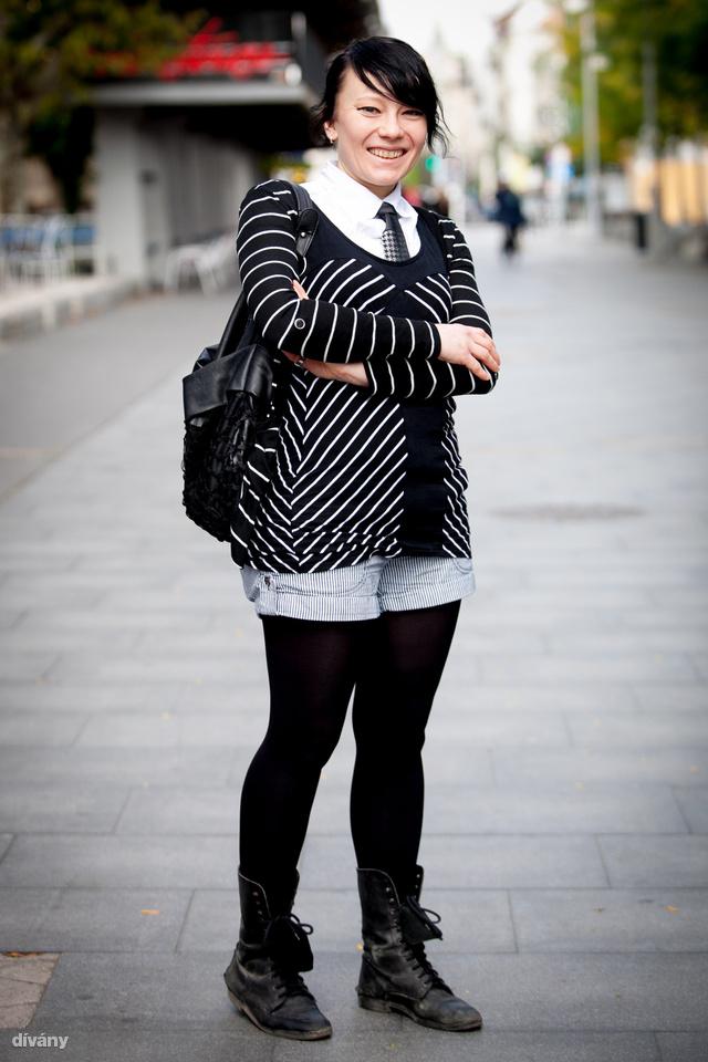 Evelina pulóvere és nadrágja Izlandról van