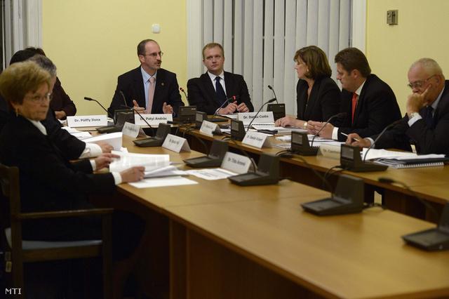 Az NVB alakuló ülése