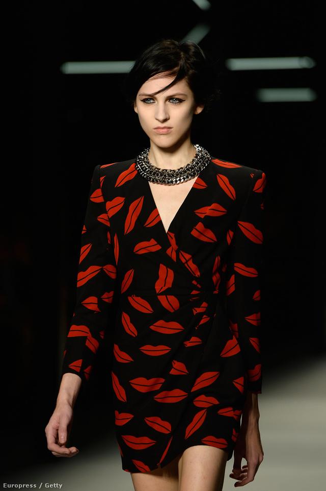 A rúzs motívum már Marc Jacobs New York-i bemutatóján is feltűnt.