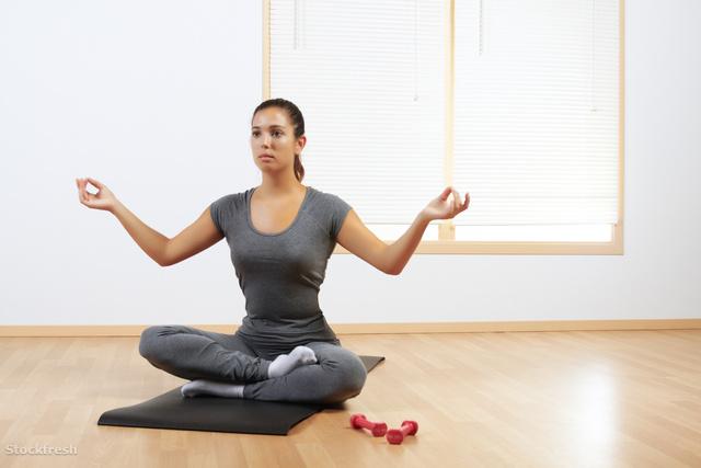 stockfresh 1653370 woman-doing-yoga-at-home sizeM