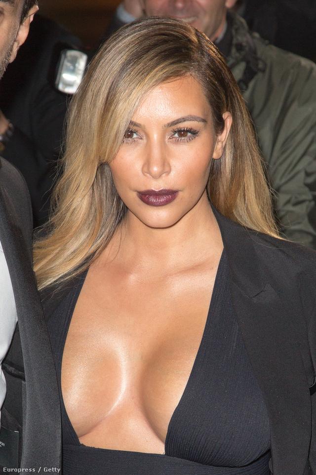 Kardashian a szülés után még büszkébb lett melleire.