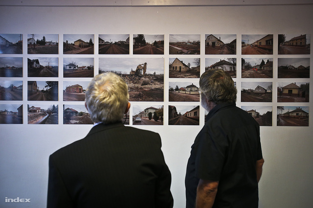 Devecserben a katasztrófa második évfordulóján kiállítás nyílt az eseményeket dokumentáló fotókból. További képeinkért kattintson!