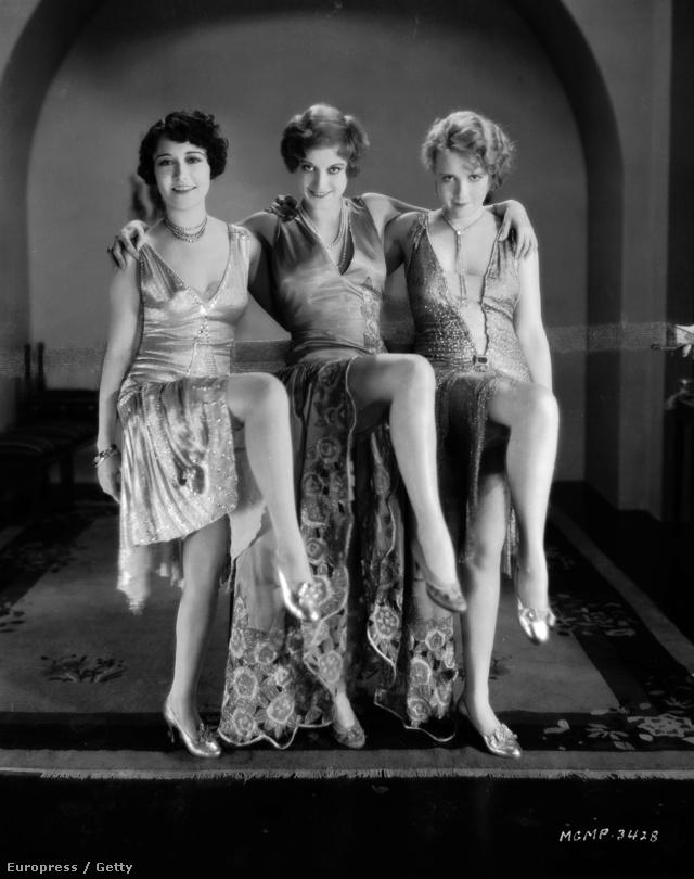 A huszas évek végén megbotránkoztatónak számított Dorothy Sebastian és Joan Crawford tánc jelenete és jelmeze az Our Dancing Daughters című néma filmben.