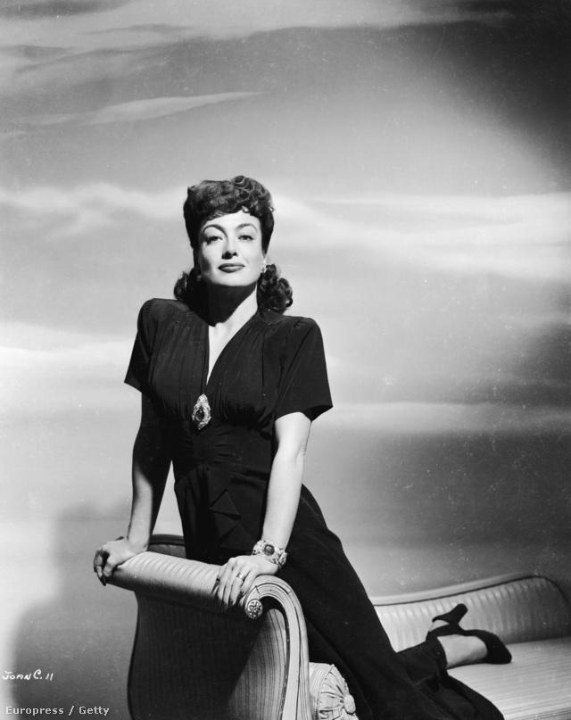 Joan Crawford 1945-ben, Kertész Mihály Mildred Pierce című filmjében divatba hozta a válltömést.