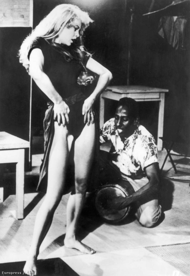 Brigette Bardot megteremtette a buja tekintetű, dögös nőt, aki nem szégyell kigombolkozni, ha melege van.