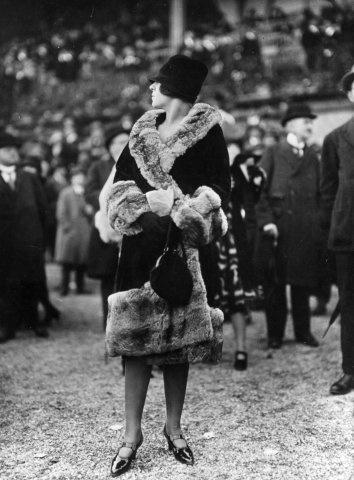 Chanel-kabát szőrmebetétekkel az 1920-as évekből.