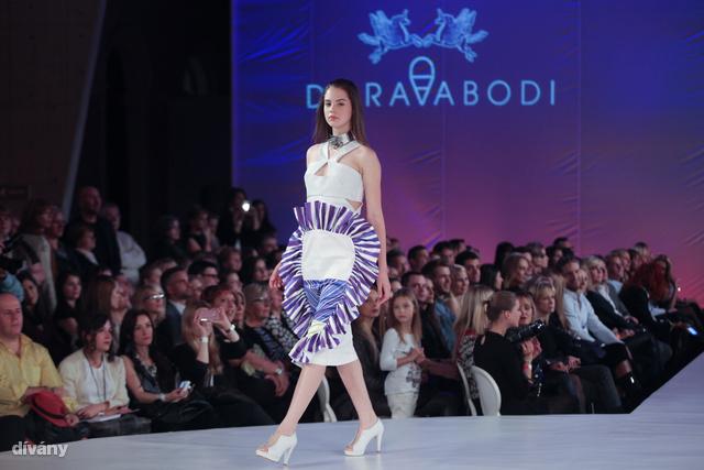 Abodi Dóra 2014 tavasz-nyár: terítő a szoknyán?