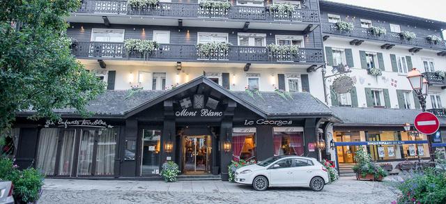 Legalább ilyen híres a szálloda étterme, a Les Enfants Terribles (balra), a Vásott kölykök című 1950-es film Cocteau regényéből készült