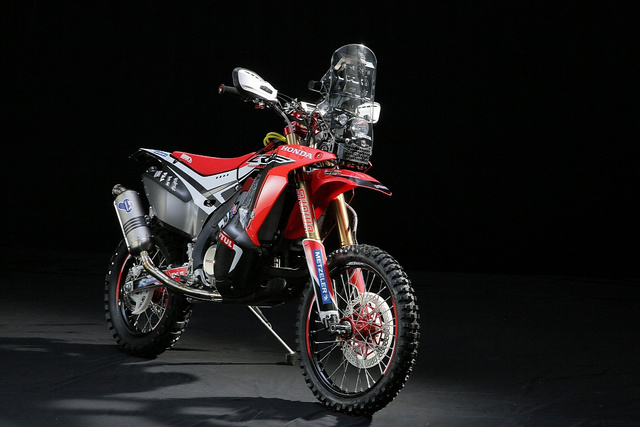 2014-dakar-honda-crf-450-rally-is-ready-for-dakar-looks-gorgeous