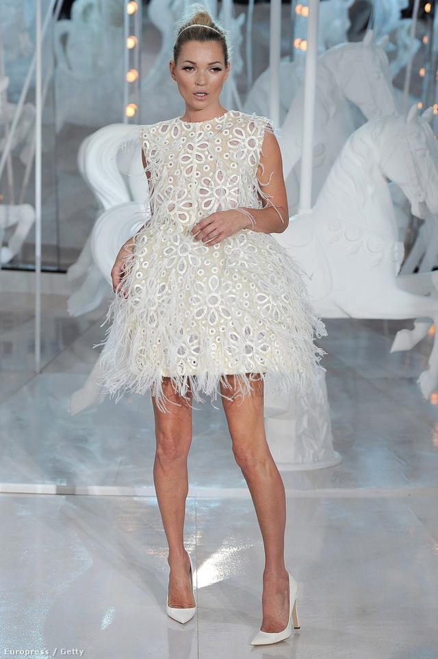 Kate Moss a tervező egyik múzsája.