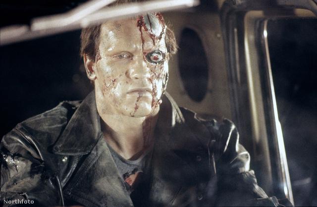A terminator fél arca leégve.