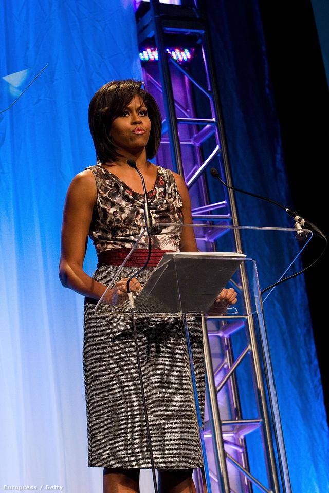 Michelle Obama 2009-ben viselte először Rachel Roy ruháját.