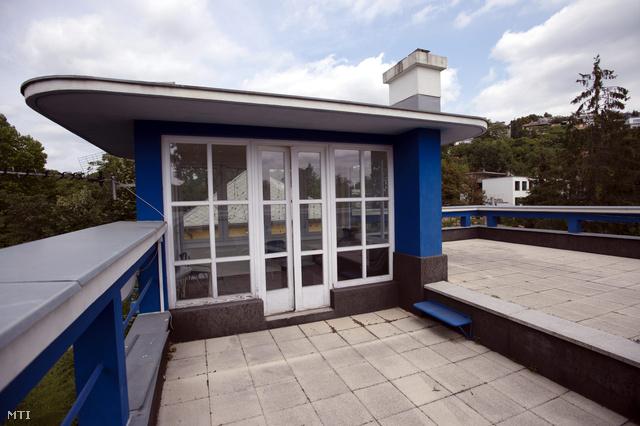 A Fischer József által tervezett felújított lakóház tetőterasza
