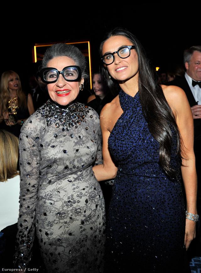 Demi Moore szemüveggel rontja el tökéletes megjelenését. Balján Joy Venturini Bianchi, legendás fashionista és butiktulajdonos.