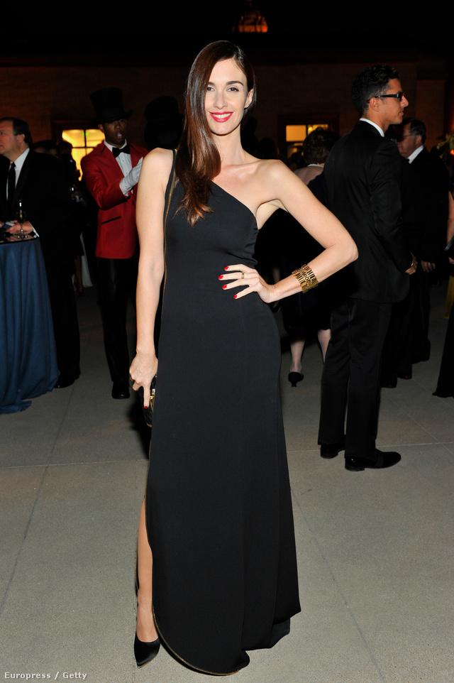 És akkor nézzük azokat, akiknek sikerült jól kinézniük a márka ruháiban: Paz Vega színésznő Ferragamóban.