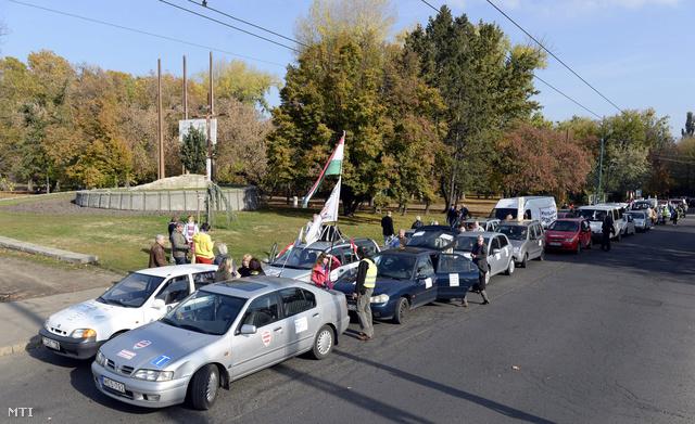Tüntetők gyülekeznek a Városligetben