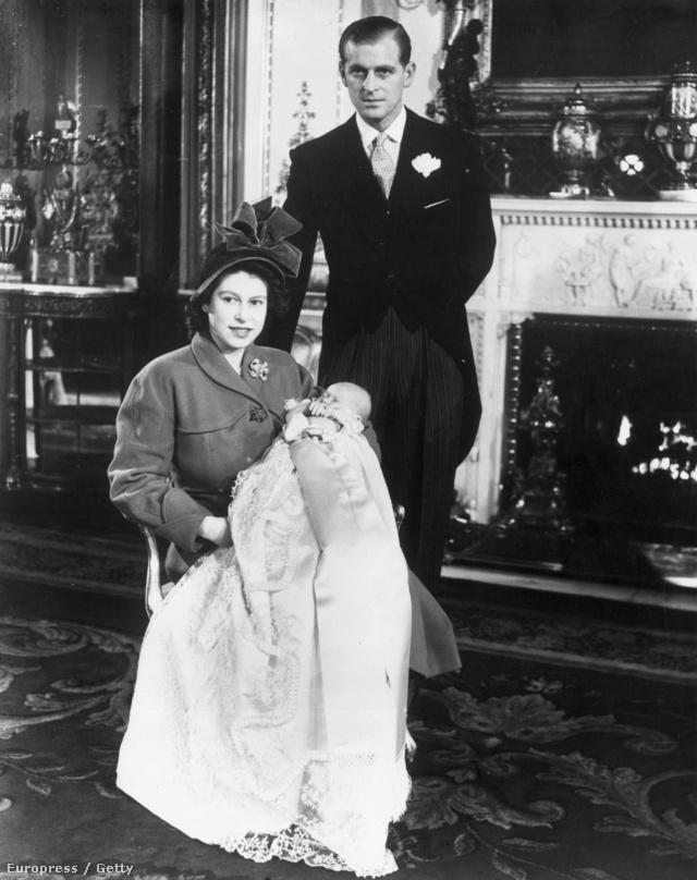 II. Erzsébet Károly herceggel a kezében 1948-ban