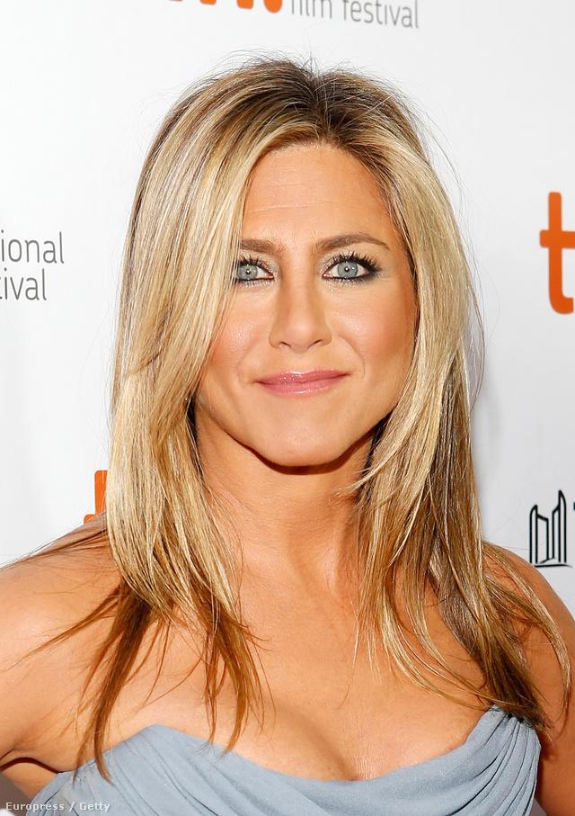 Jennifer Aniston féle frizurát sok nő kér a fodrásznál.