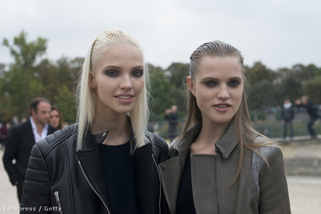Két fiatal modell, Sasha és Malina a párizsi divathéten.