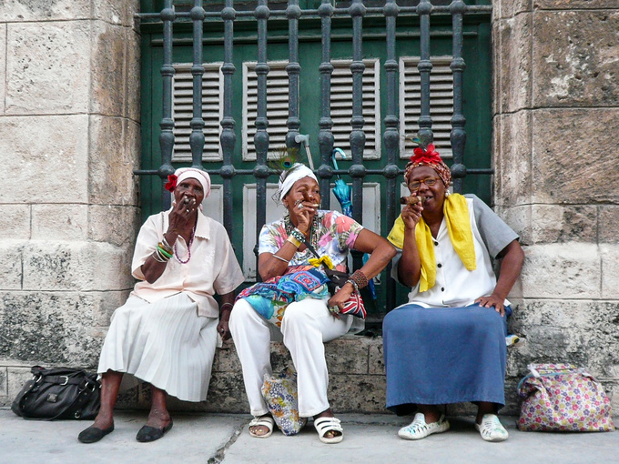 Things aren't always what they seem: these women are making money. They sit down at the Plaza de Armas, the place with the highest tourist ratio, to lure the tourists armed with fake cigars and a friendly smile only to demand their fee peremptorily once the obligatory photo has been taken. After spending a few days in Cuba you'll be well aware what they're up to, but it's still impossible not to play their game.