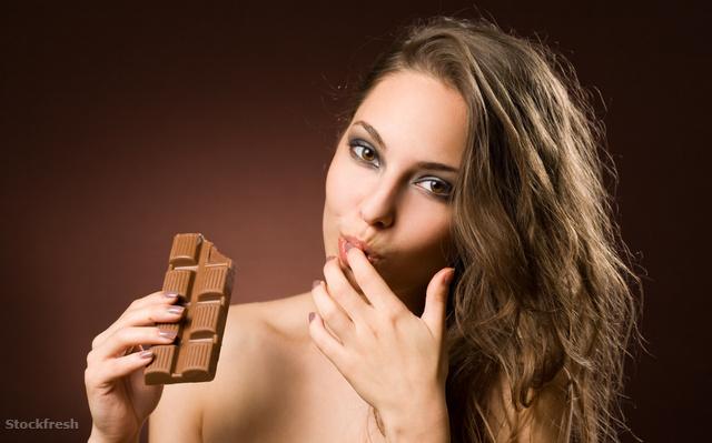 stockfresh 1912380 sensual-chocolate-girl sizeM