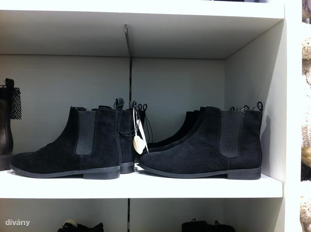 H&M: lovaglócpiő művelúrból, 8990 Ft