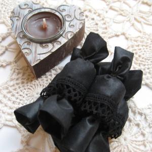 Fekete szatén szaloncukor csipke betéttel
