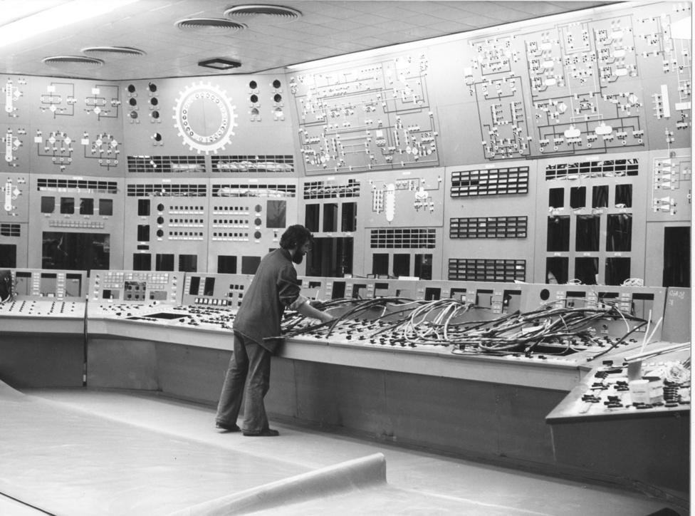 1980.augusztus. Az épülő I-es blokkvezénylő, két évvel a blokk beindítása előtt.