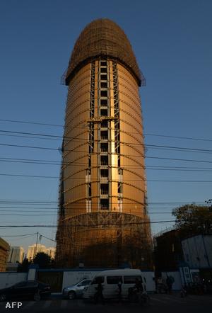 A gigantikus... épület