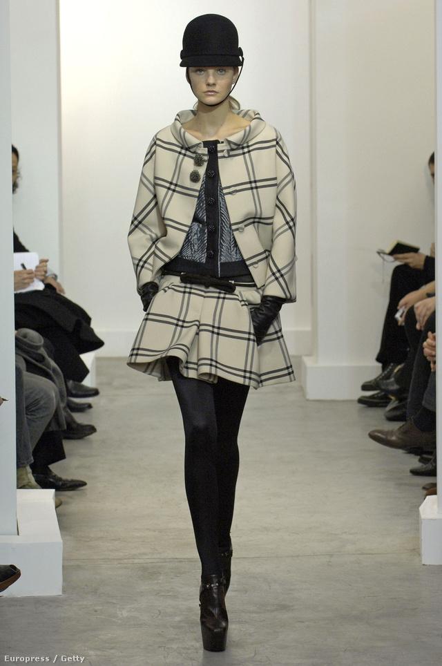 Lovagló sapka és az elegáns kockás minta  a 2006-os őszi-téli gyűjteményben.