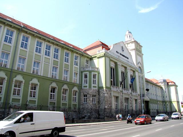 A Pécsi Tudományegyetem központi épülete
