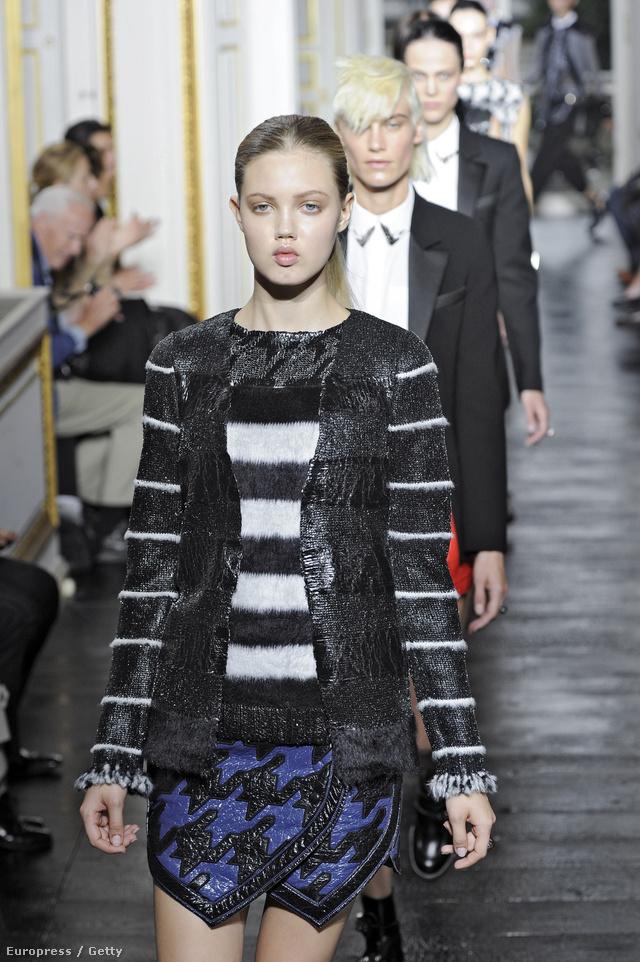 2011 tavasz-nyár: a tyúklábmintába rendezett bőrökből készített ruhák különlegesek és figyelemfelkeltőek.