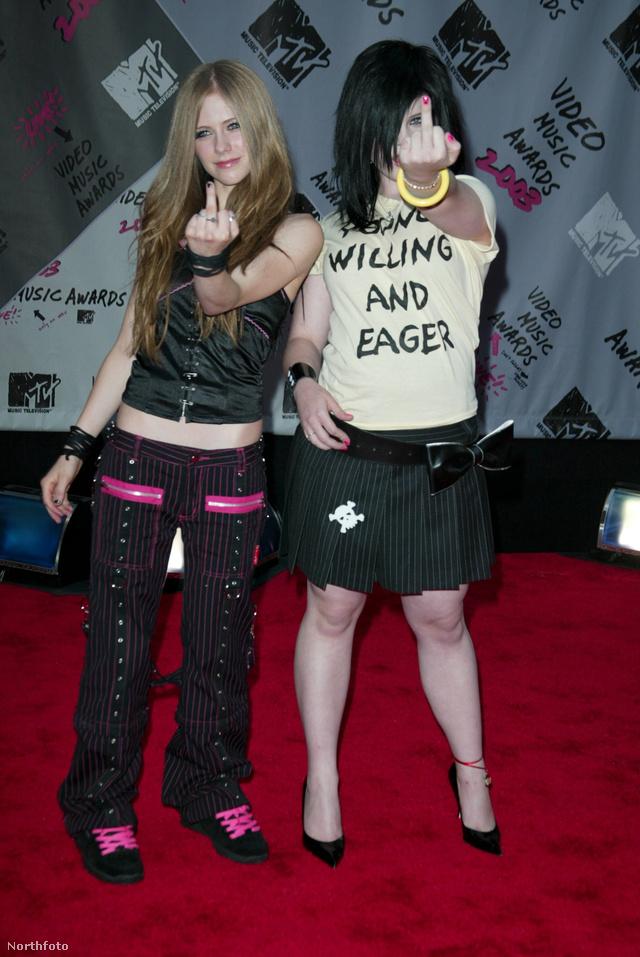 Lavigne mellett mutogató Kelly Osbourne ezzel szemben menő lett 2013-ra.