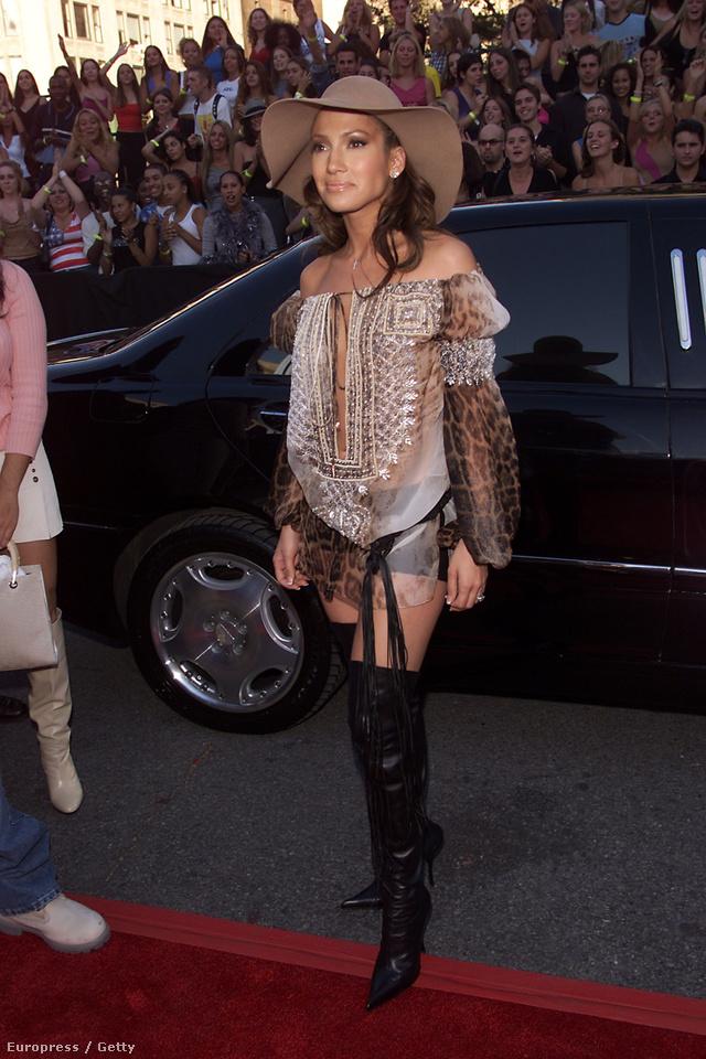 Jennifer Lopez így öltözött ki 2001-ben