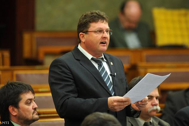 Balogh József a Parlament plenáris ülésén