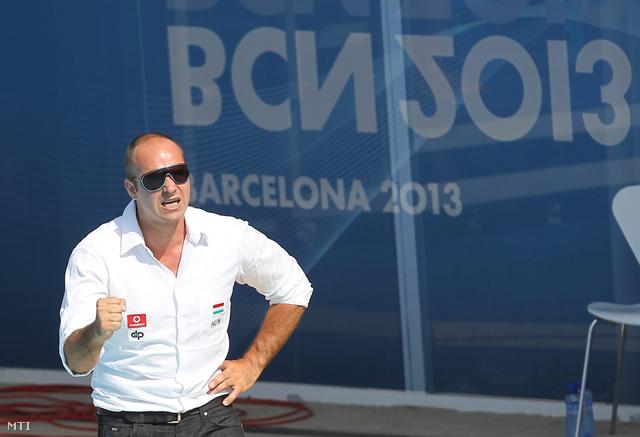 Benedek Tibor a magyar férfi vízilabda-válogatott szövetségi kapitánya a barcelonai vizes világbajnokság férfi vízilabdatornájának C csoportjában játszott Magyarország - Ausztrália mérkőzésen.