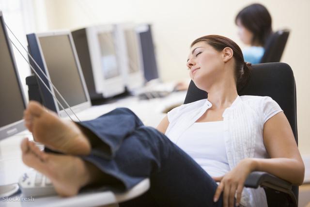 stockfresh 81629 woman-in-computer-room-sleeping sizeM