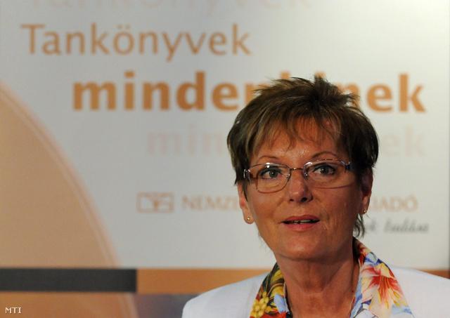 Hoffmann Rózsa az egykori Nemzeti Tankönyvkiadó Zrt. tanévnyitó konferenciáján, 2011-ben.