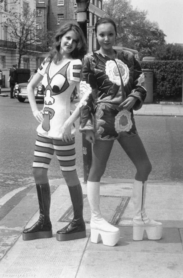 Modellek Kansai Yamamoto szerelésben pózolnak 1971-ben.